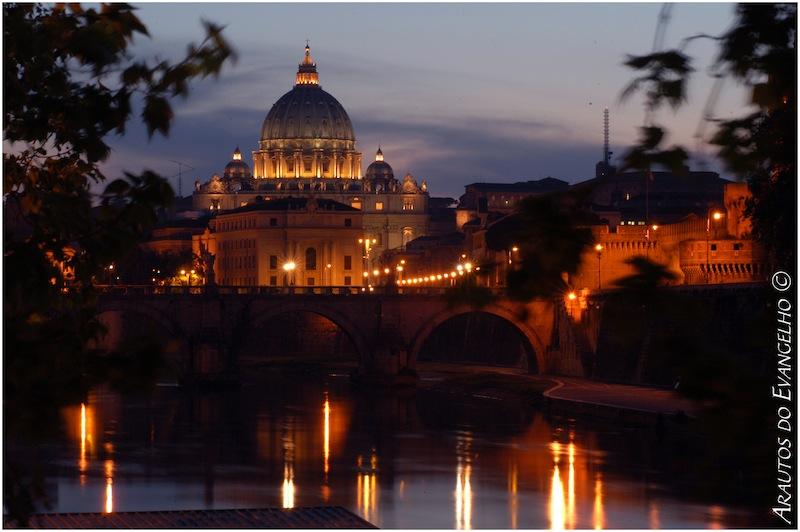 Rio Tibre Vaticano cupula atardecer